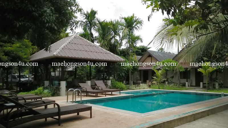 piya guesthouse pool